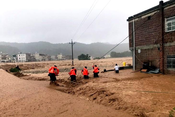 Kina: Najmanje 19 mrtvih u poplavama