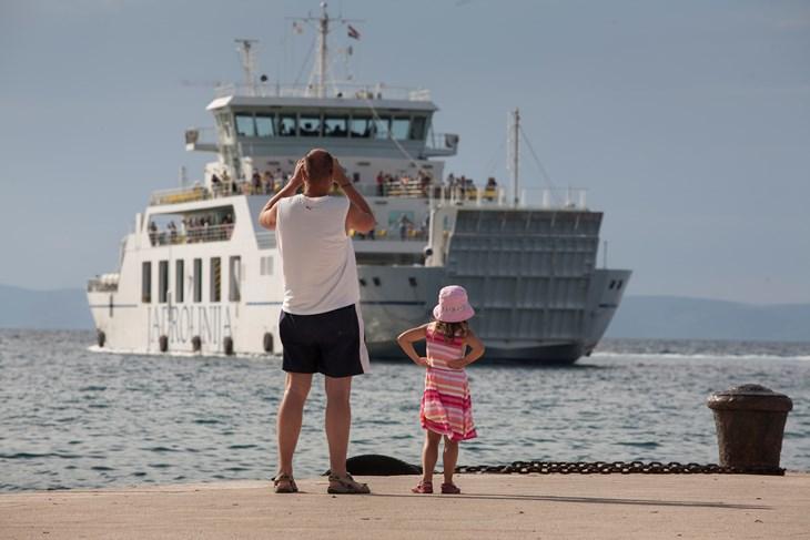 Udruga roditelja Brački poljupci traži besplatan prijevoz trajektom za djecu s teškoćama u razvoju