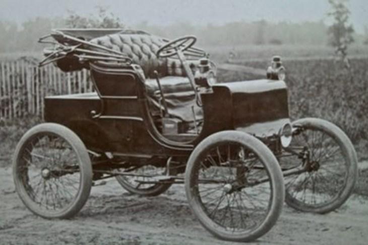 PRVI AUTOMOBIL S VOLANOM bio je Panhard 4 iz 1904