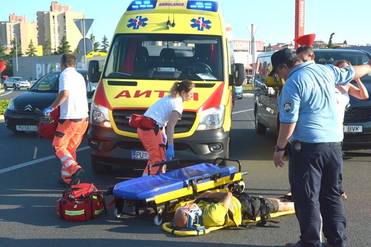 PROMETNA NESREĆA NA VELIKOM ROTORU: Vozač mopeda hospitaliziran