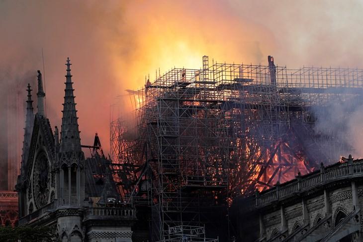 Izgleda da požar u Notre Dameu nije podmetnut, ali točan uzrok je još uvijek misterij