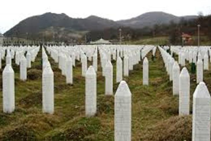 Tisuće ljudi stižu na komemoraciju žrtvama Srebrenice