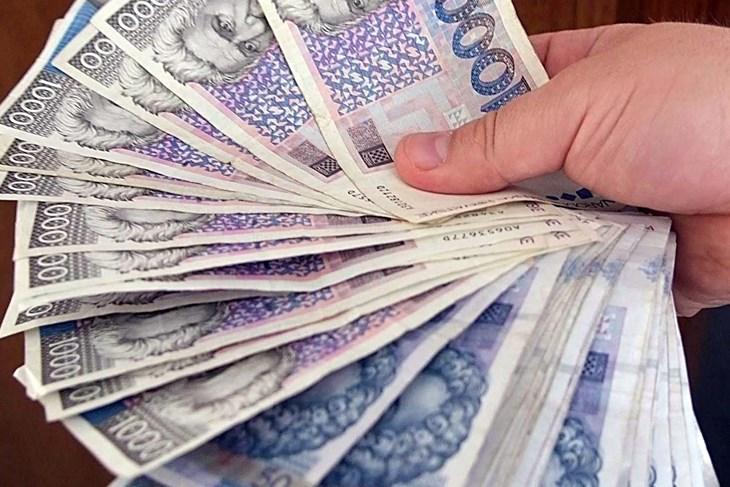 Lažni Bankari Obilaze Kuće I Ljude Uvjeravaju Da Imaju