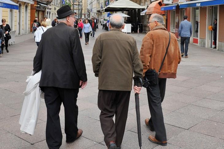 LABIN: Podjela poklon bonova za umirovljenike i domaćice