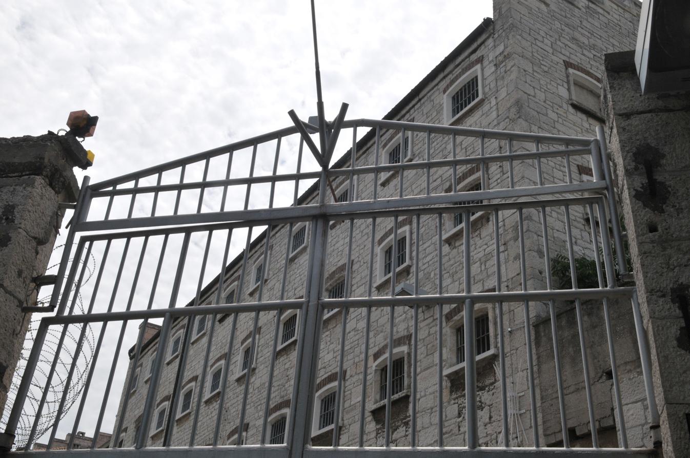 mjesto za sastanke za zatvor brzi izlazak s otoka čovjeka