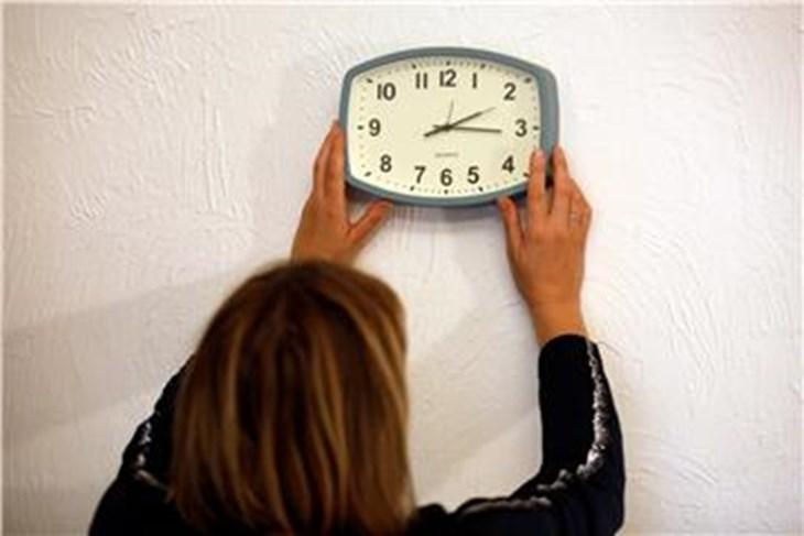 politika zagreb noćas završava ljetno računanje vremena