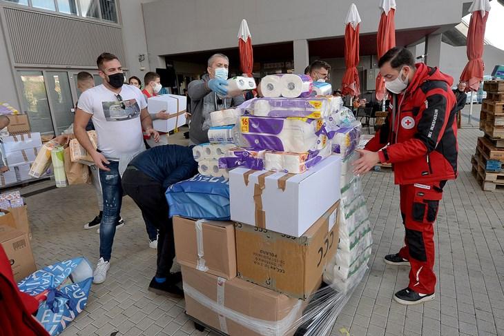 hrvatska zagreb crveni križ poziva stradale da preuzmu grijalice, deke, toplu odjeću i obuću