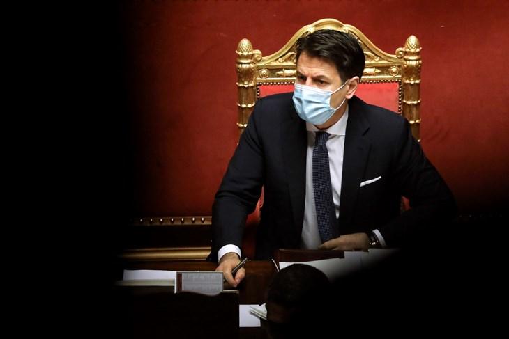 Ured italijanskog premijera: Conte u utorak podnosi ostavku!