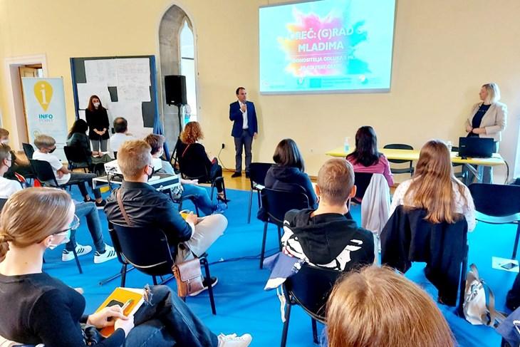 istra kreiranje programa za mlade poreč: mladima su prioriteti bolja informiranost, javni prijevoz, pomoć u zapošljavanju...