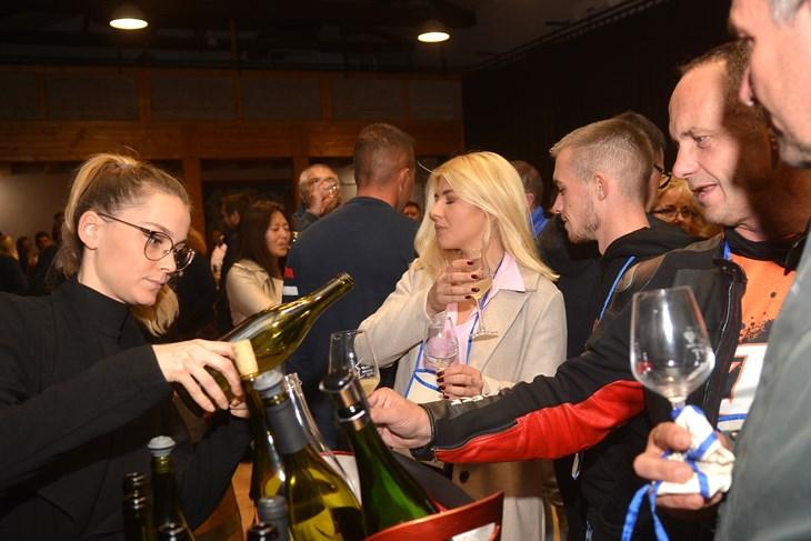 istra više od tradicije foto fešta mladega vina u svetvinčentu vinari su zadovoljni prvom ovogodišnjom berbom i mladim vinom bit će ovo dobra godina!