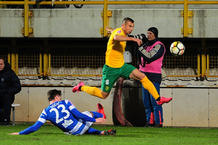 "Nikola Prelčec, jedan od rijetkih igrača ostalih na ""Drosini"" (M. MIJOŠEK)"