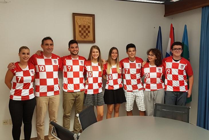Nagrađeni su učenici Ela Perica, Carla Rosanda, Karlo Lorencin i Dino Lovrić (M. VERMEZOVIĆ IVANOVIĆ)